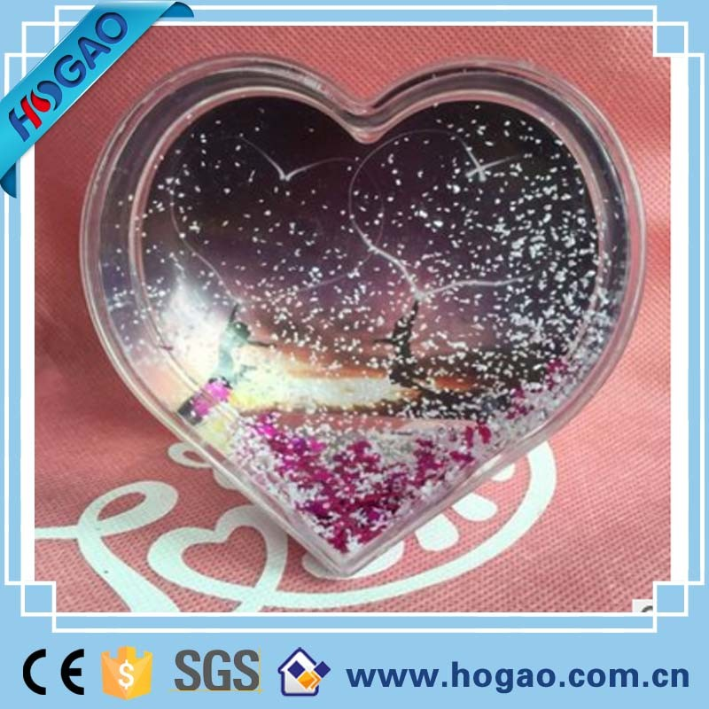 China Plastic Snow Globe Photo Frame Love Theme Heart Shaped Plastic ...