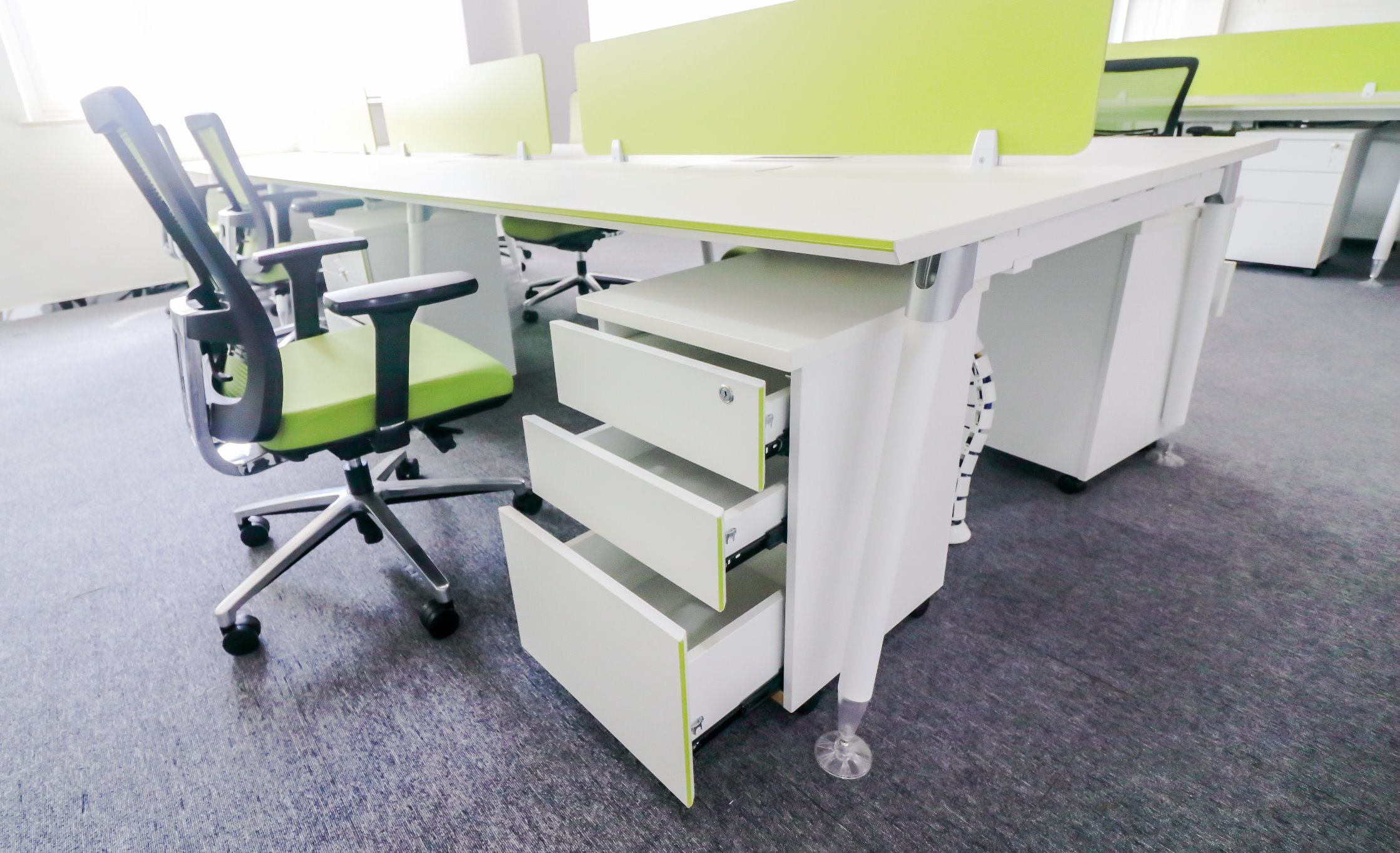 China Elegant White Color Commercial Office Staff Computer Workstation Desk Ps 1583 4 Furniture