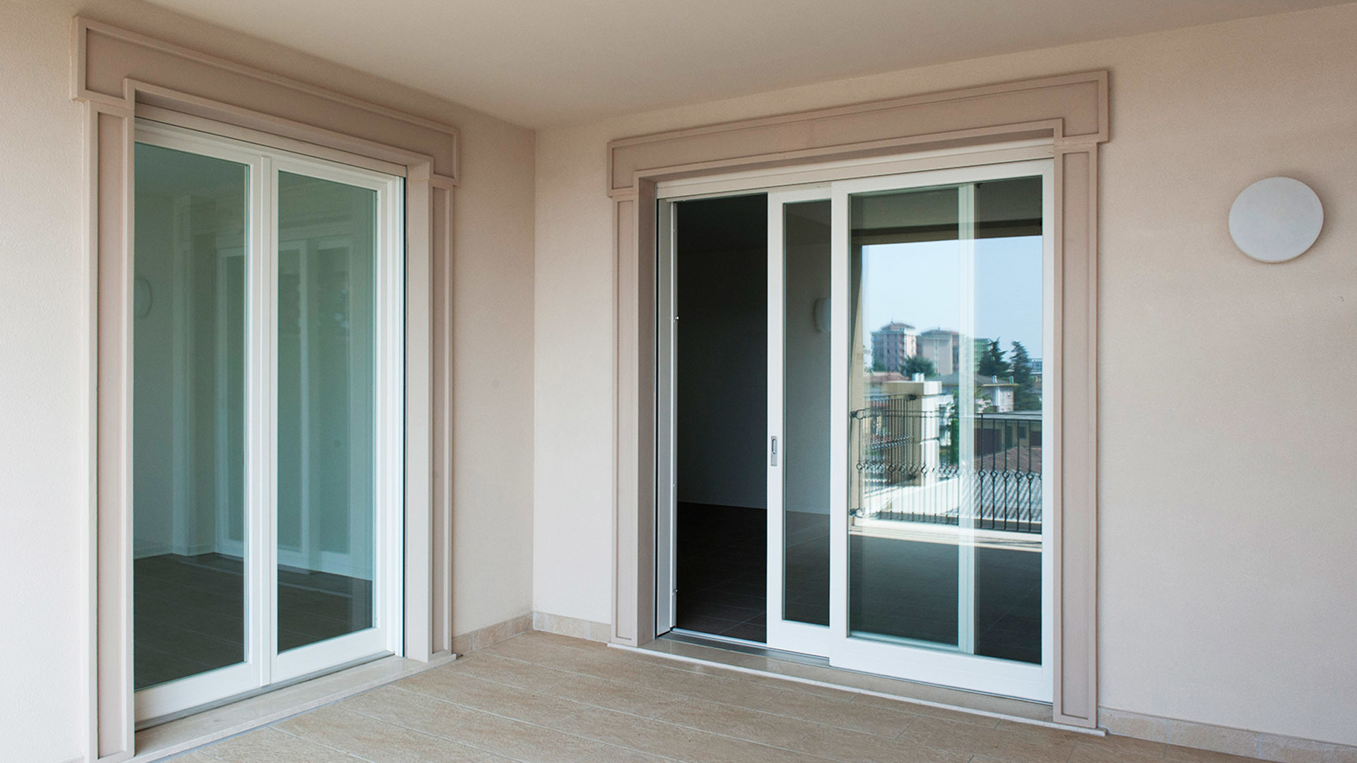 China High Quality Frameless Glass Sliding Door With Best Price