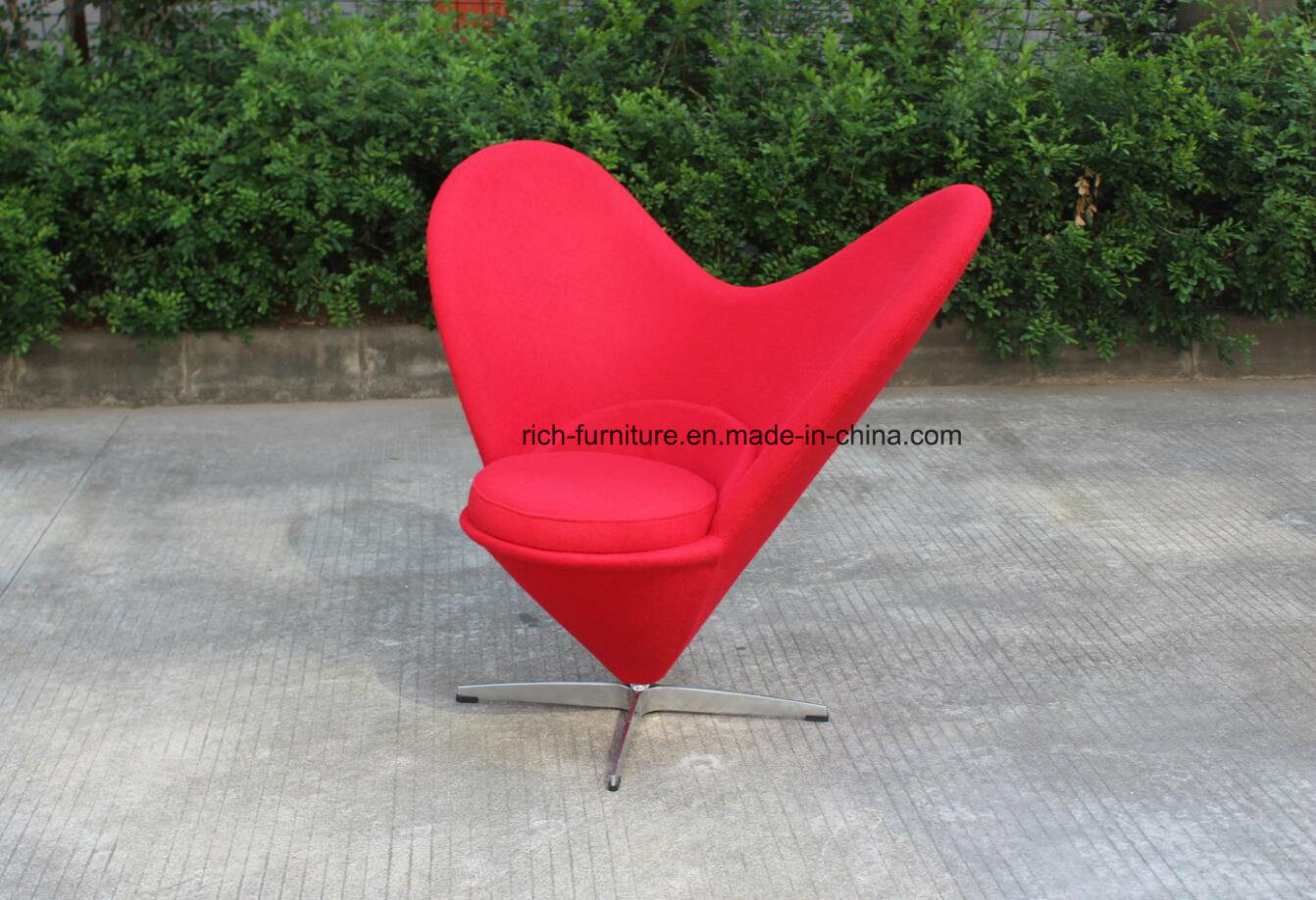 Modern Heart Shape Fabric Leisure Chair for Living Room pictures & photos