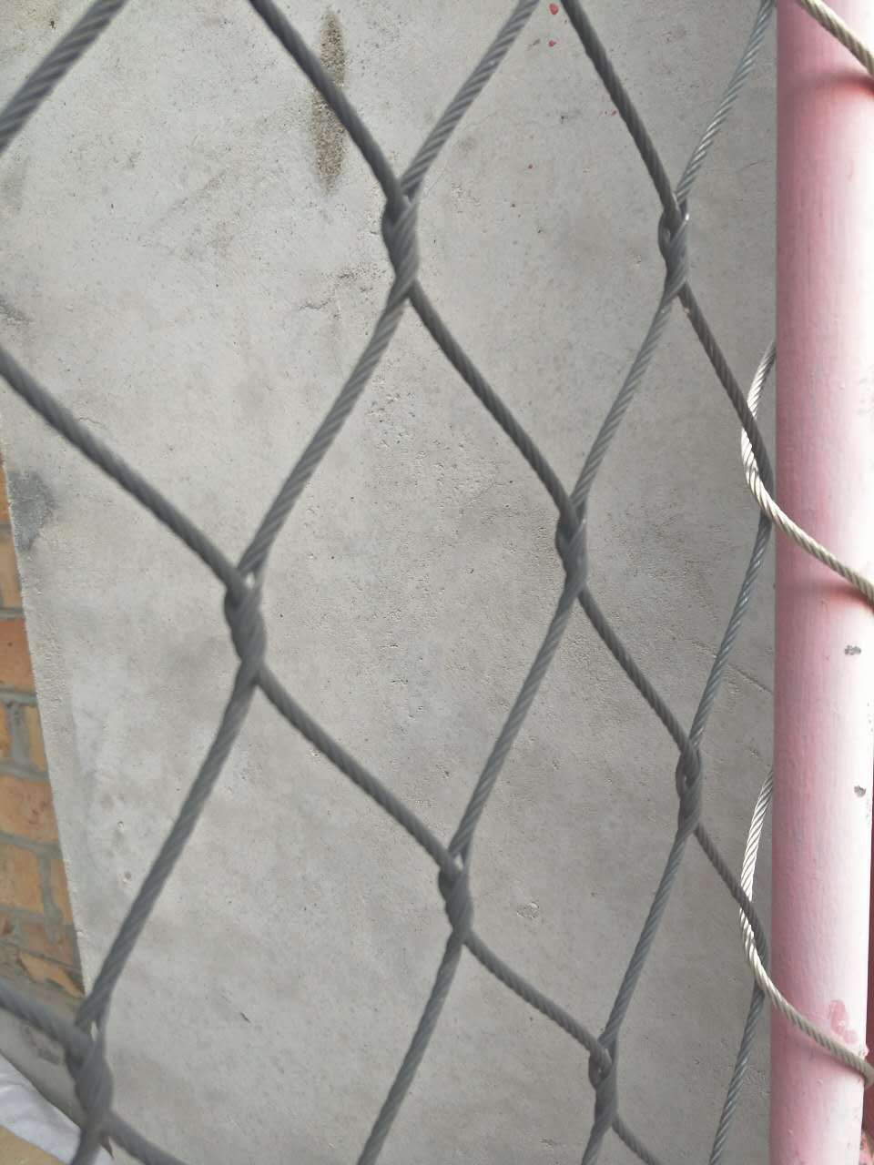 China Interwoven Type Stainless Steel 304/316 Wire Rope Mesh Fence ...