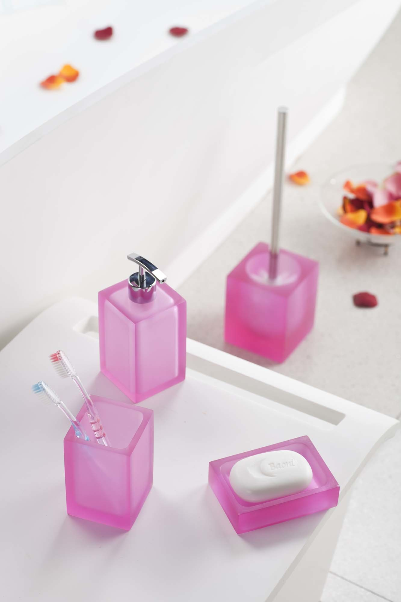 China Translucent Resin Made Bathroom Accessories (ST1002) - China ...