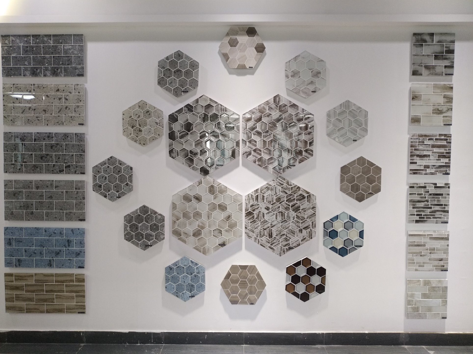 - China Cheap Price Green Color Multi Size Backsplash Glass Mosaic
