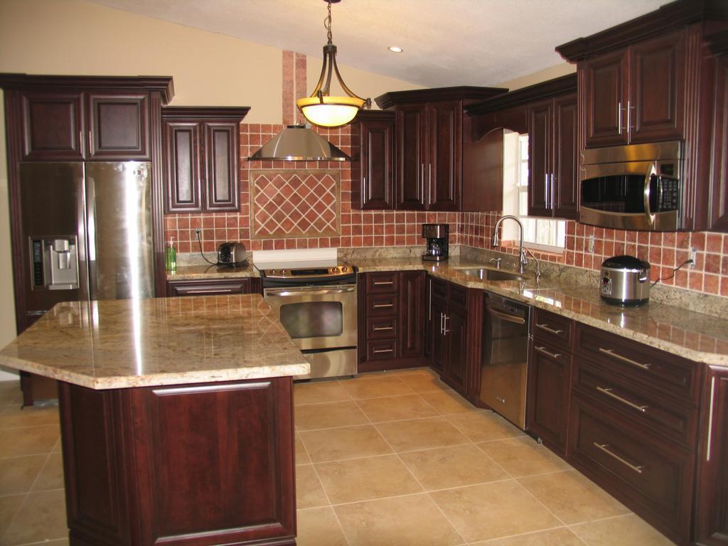 China Island Style Dark Brown Wood Kitchen Cabinet with ...