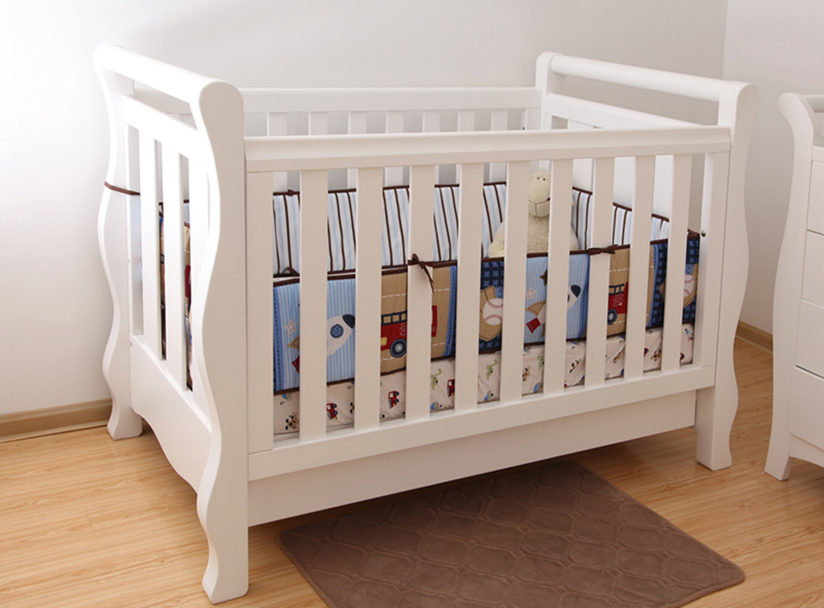 China Wooden Baby Cot Crib In White For Australia