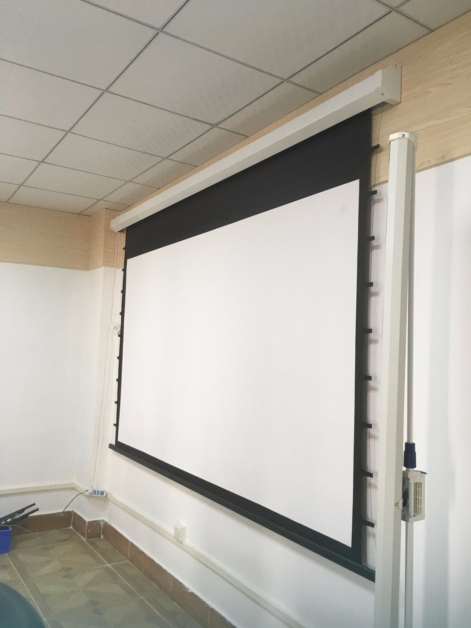 China Home Cinema 3D Silver Projector Screen Tab Tensioned ...