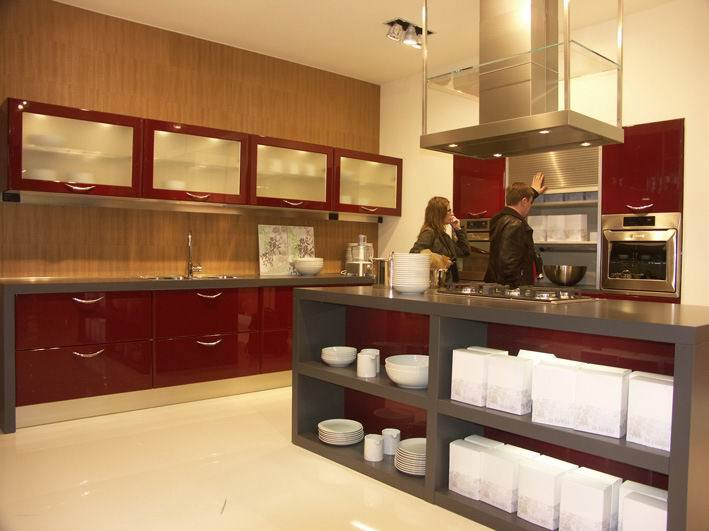 Customized Wood Veneer Kitchen Cabinet Photos & Pictures