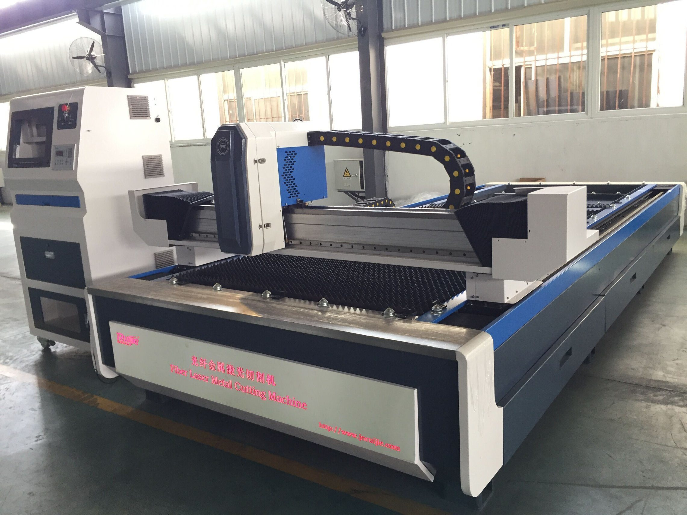 China Stainless Steel Cypcut Raycus 1000W CNC Fiber Laser Cutting Machine  Price - China Laser Cutter, Fiber Laser Cutting Machine
