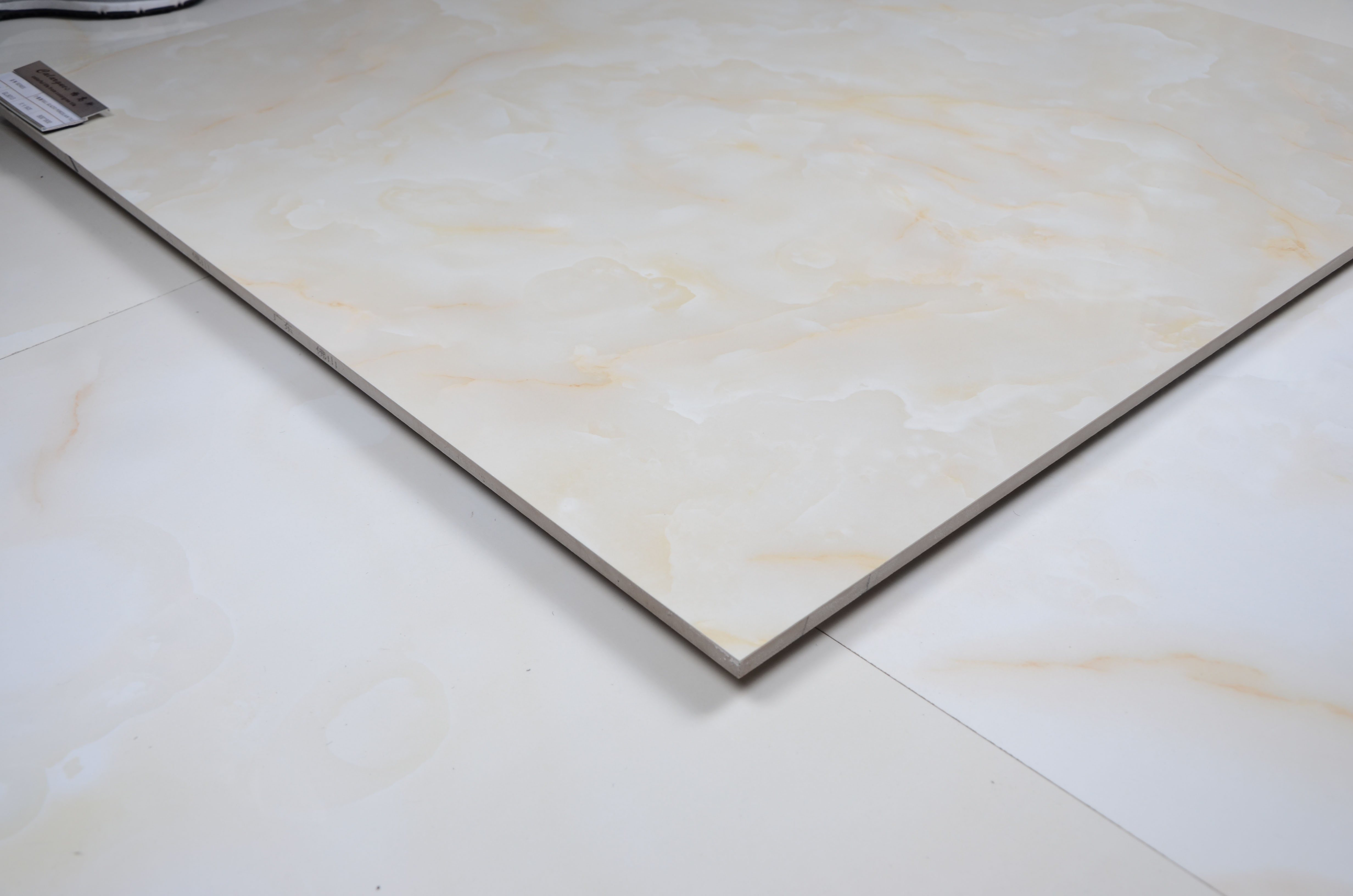 China 24x24 Inch Porcelain Tile Building Materials Marble Look
