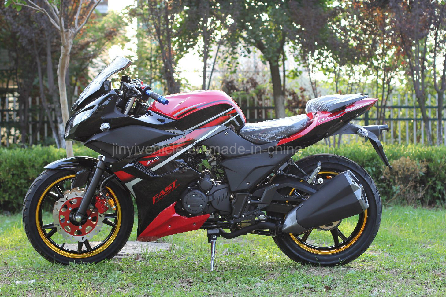 R2-Air-Cooled-Racing-Motorcycle-Speed-Bi