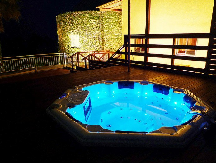 China USA Acrylic Outdoor SPA with Balboa System Whirlpool Hot Tub ...