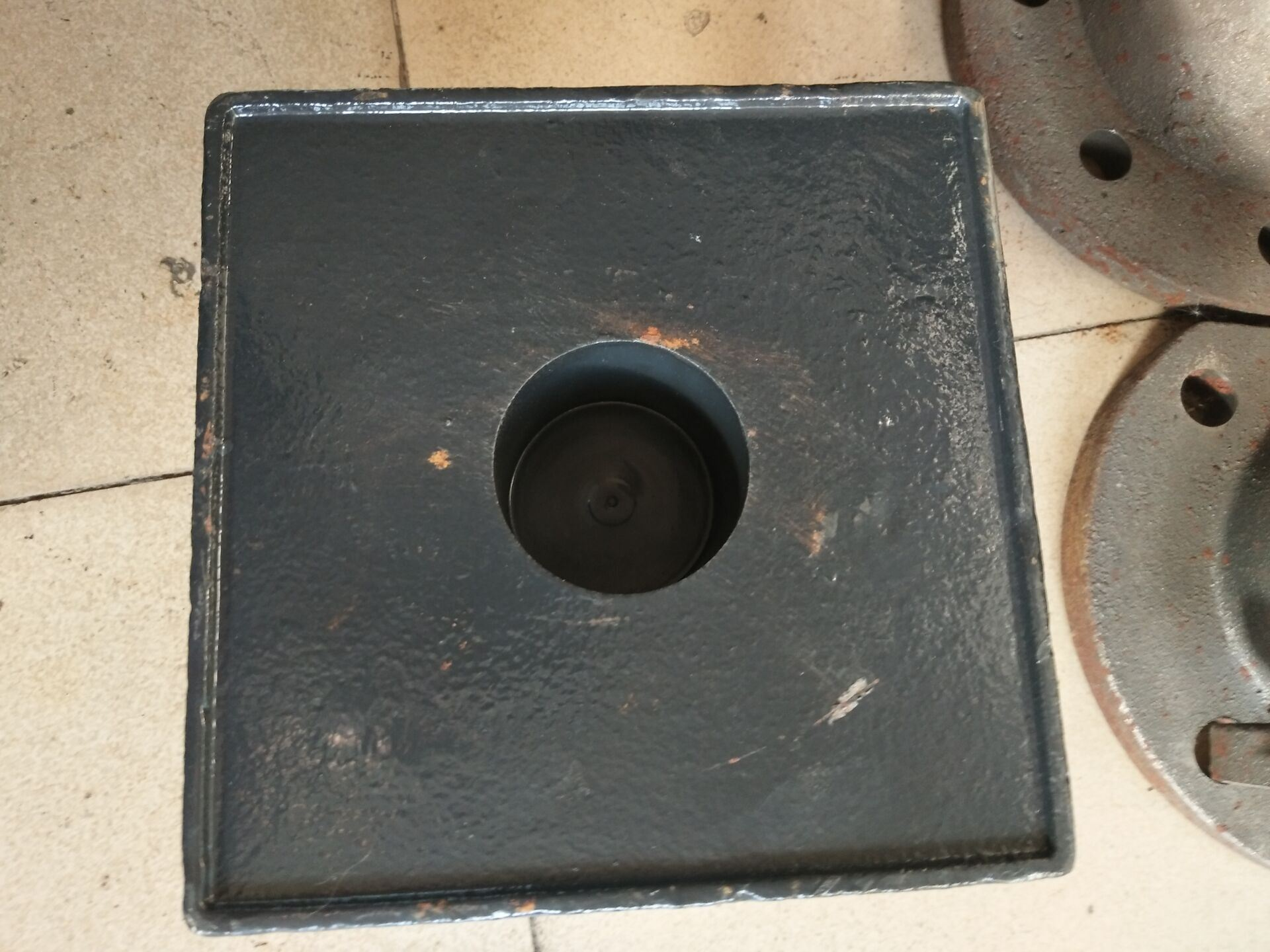 China Cast Iron Adjustable Leveling Support Feet for Assembly Line ...
