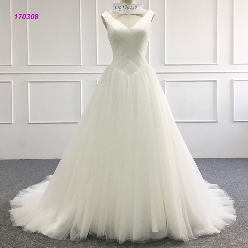 Factory Wholesale Wedding Dress V Neckline Sleeveless A Line Bridal Dress pictures & photos