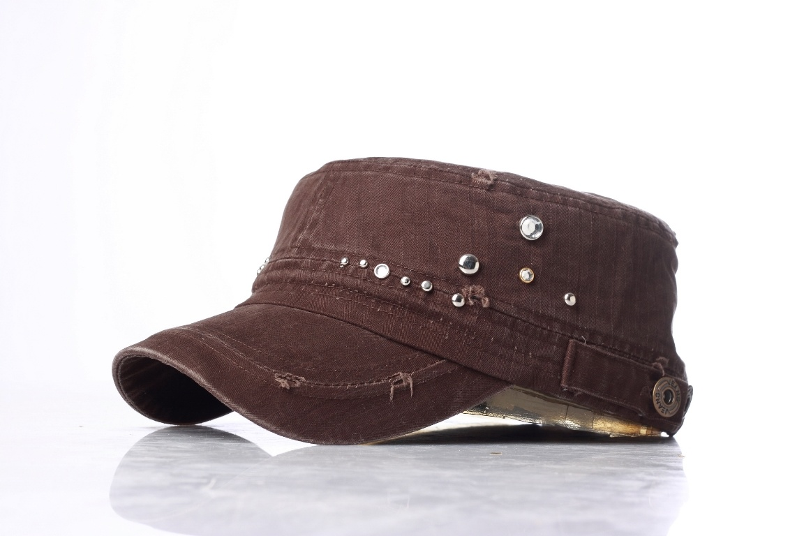 bc9921657b425 China New Fashion Top Hats Military Caps with Shinning Stones ...