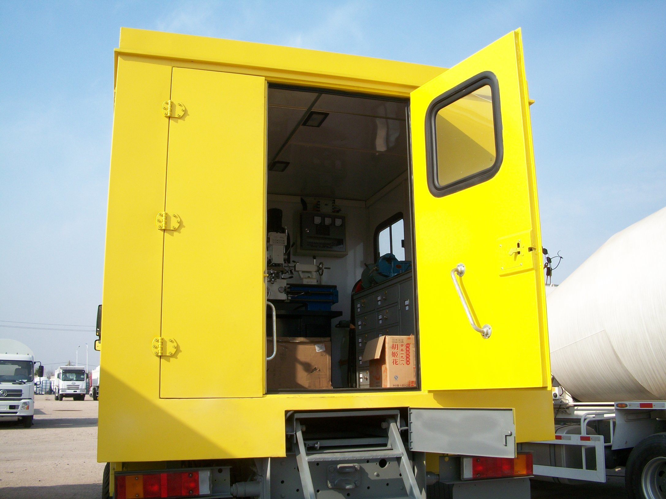Sinotruck 4X4 Mobile Workshop for Maintenance and Repair