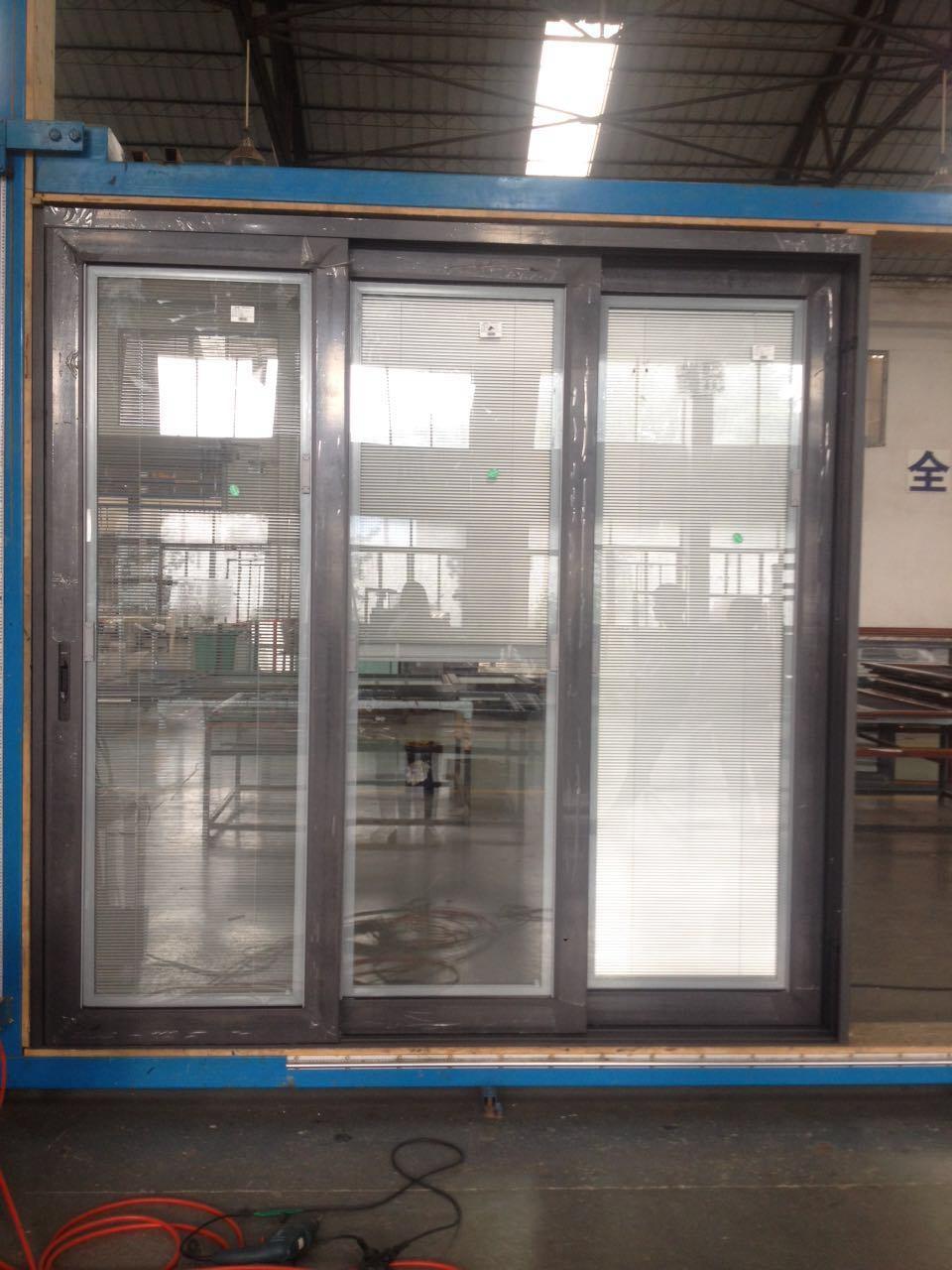 China Factory Price Aluminum Double Glass Sliding Door With Venetian
