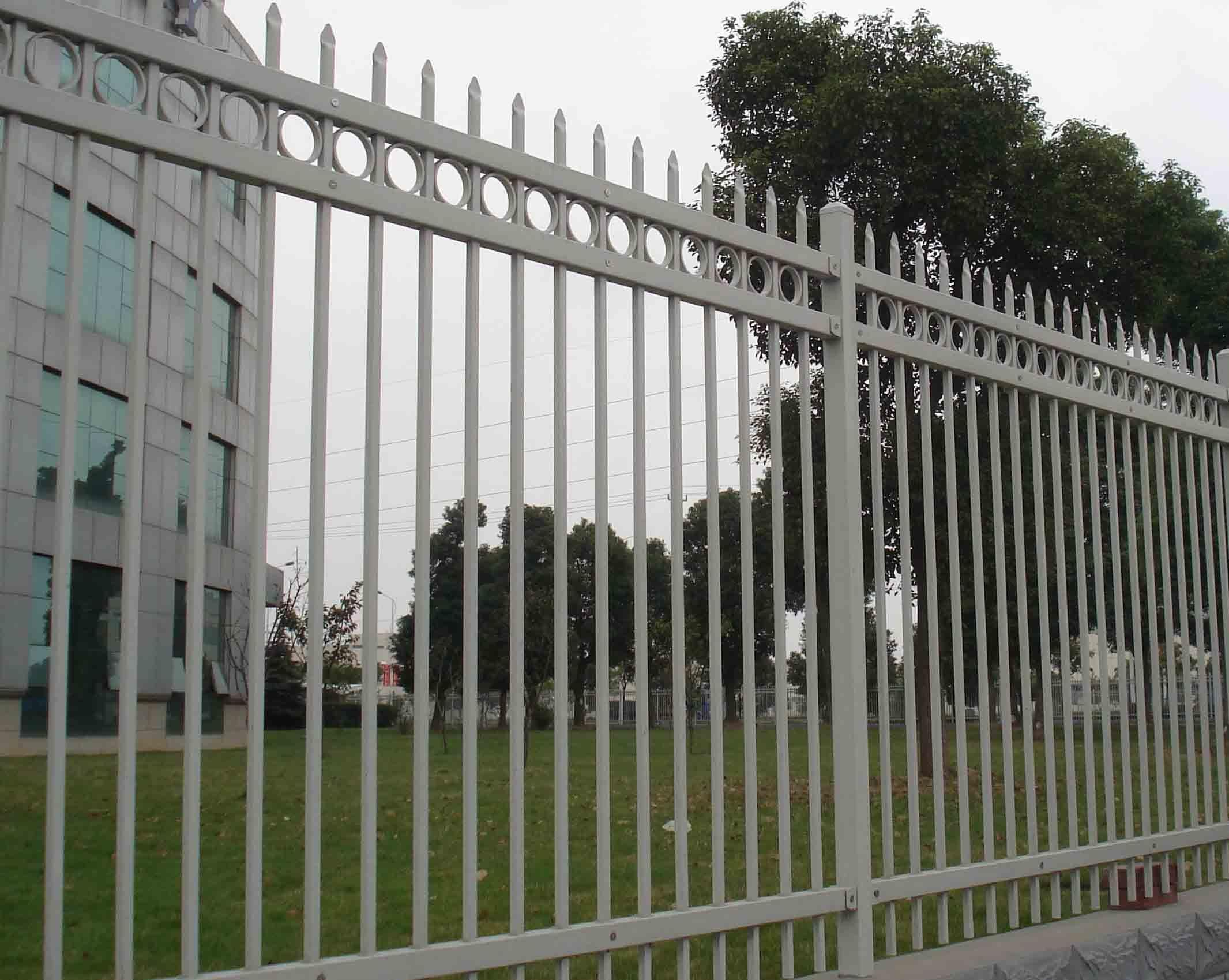China Decorative Galvanized Wrought Iron Fence /Black
