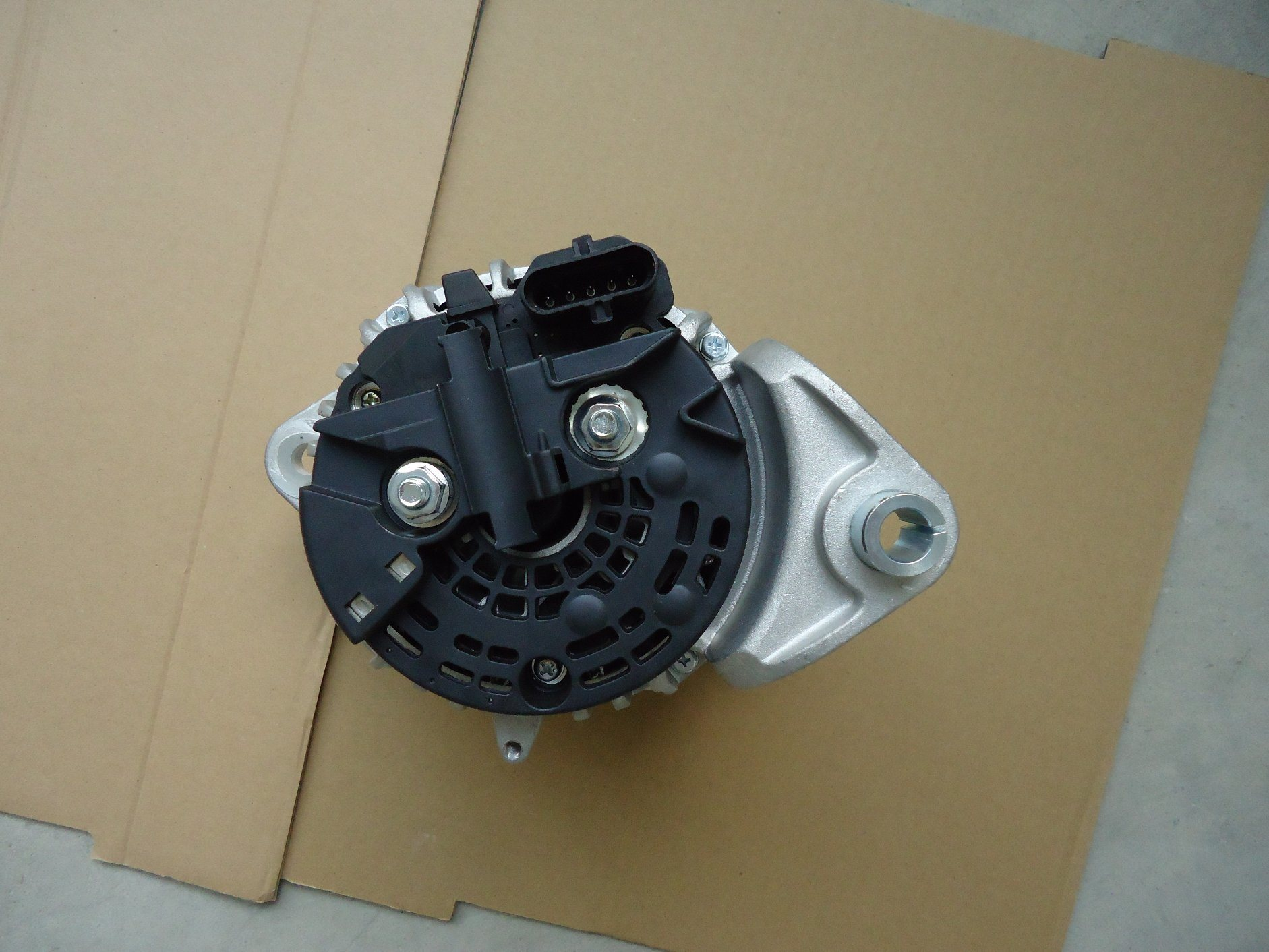 AC/ Auto Alternator for Volvo 24V 80A 0124555009, 0-124-555-017 pictures & photos