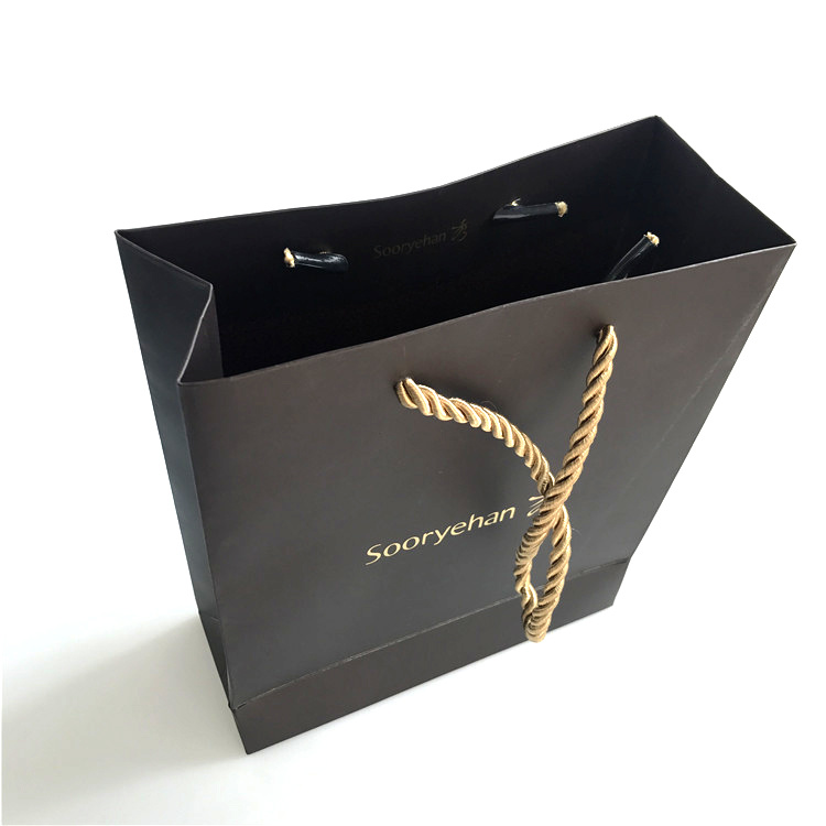 china luxury matte black shopping paper gift bag with logo for