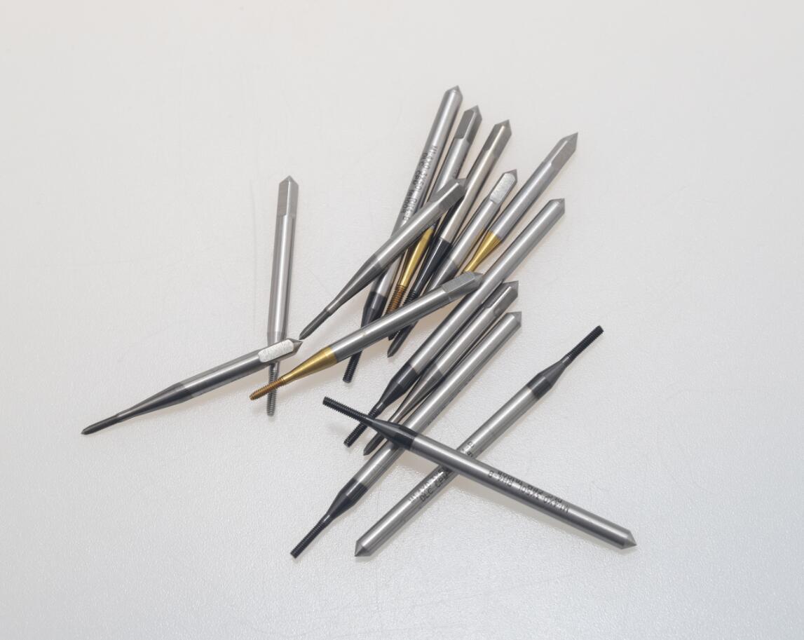 Metric Machine Tap M2.5 Thread 0.45 Step 3 Flutes HSS Titanium Coating