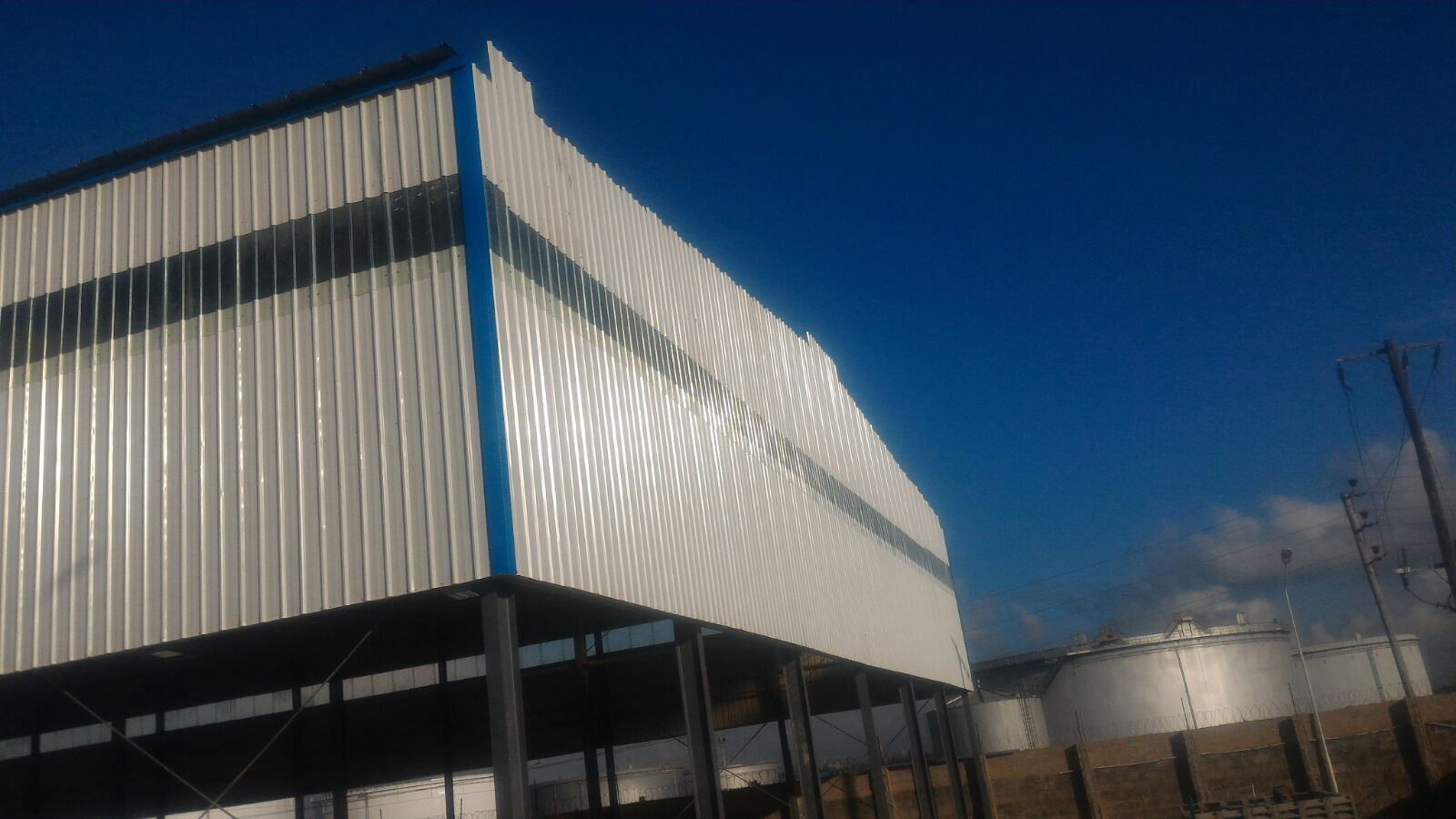 2017 Hot Sale Light Large Span Steel Metal Prefabricated Modular Building