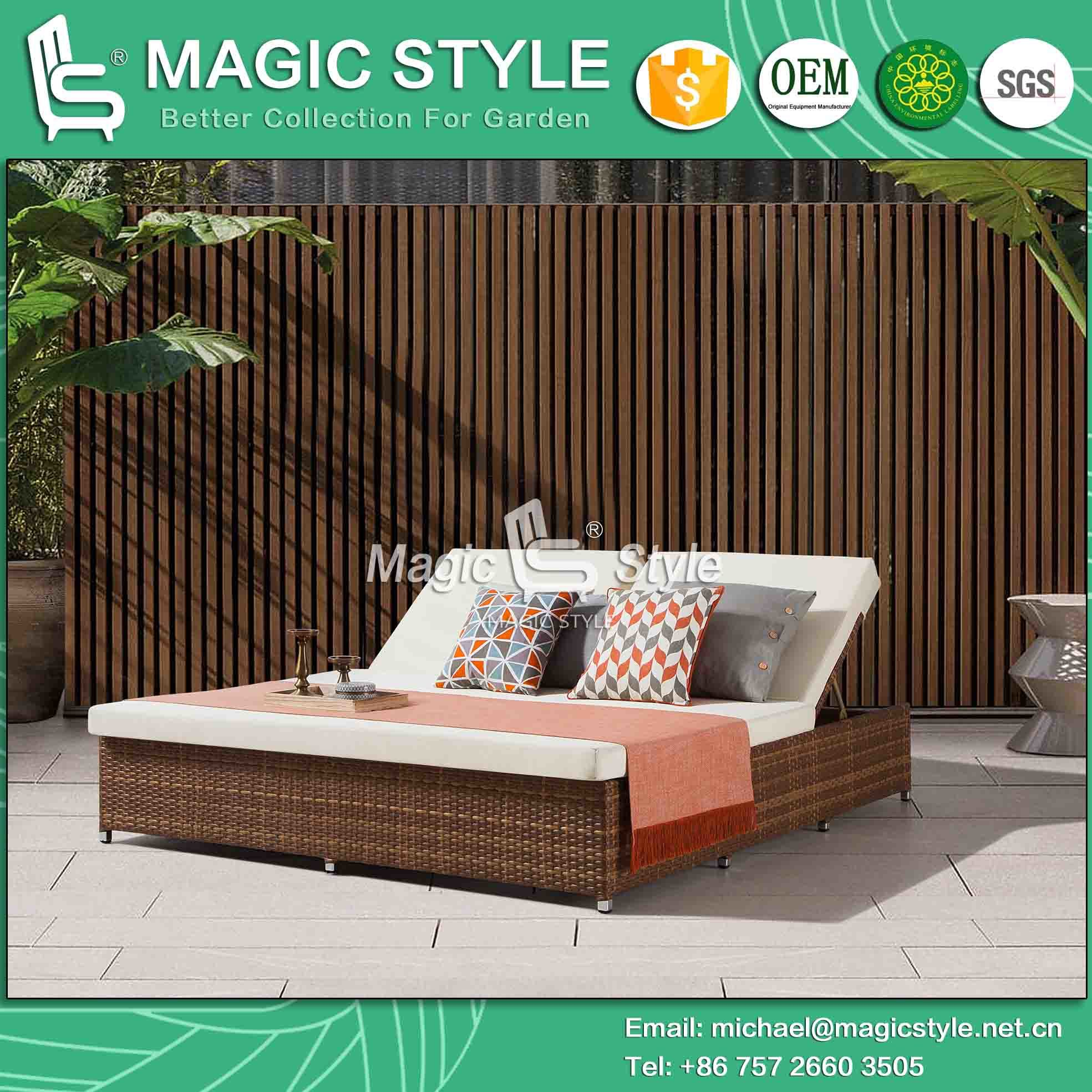 - China Outdoor Wicker Sunbed With Cushion Rattan Garden Daybed