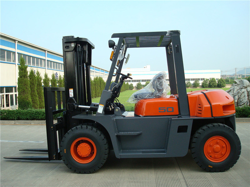 5t Diesel Forklift Truck for Sale pictures & photos