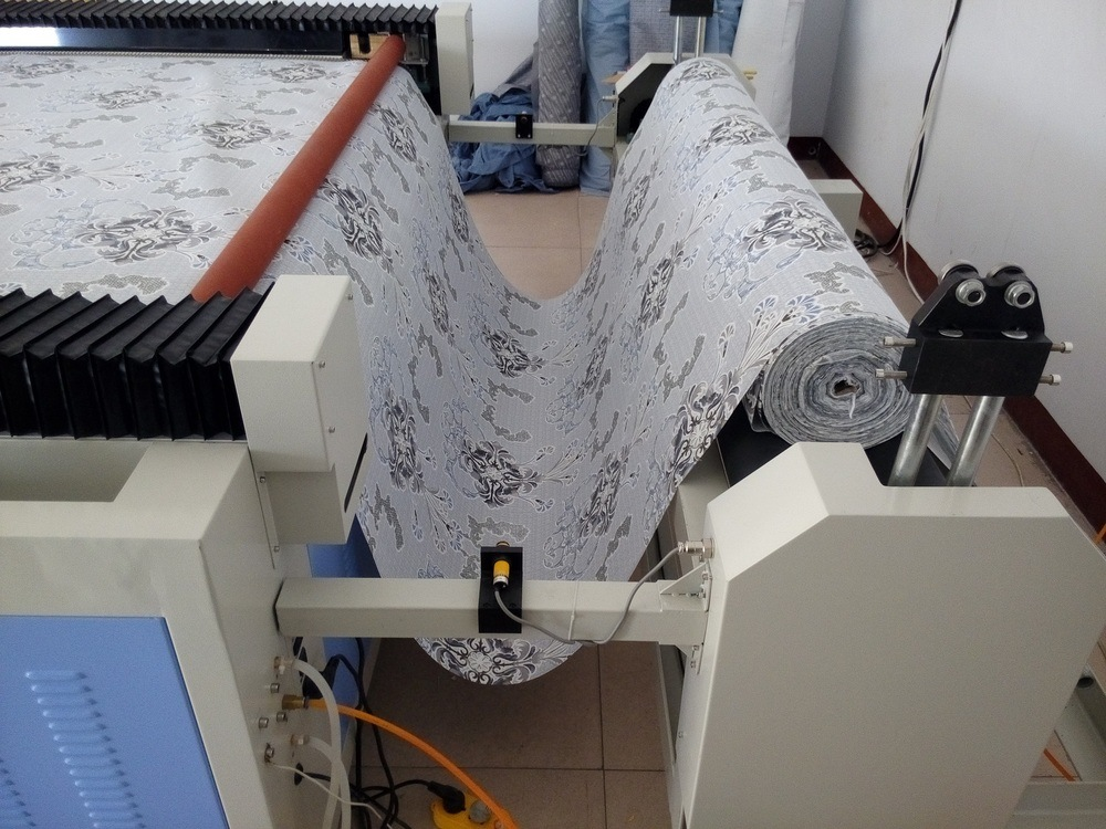 China Supply Fabric CO2 Laser Cutter for Sofa Industry