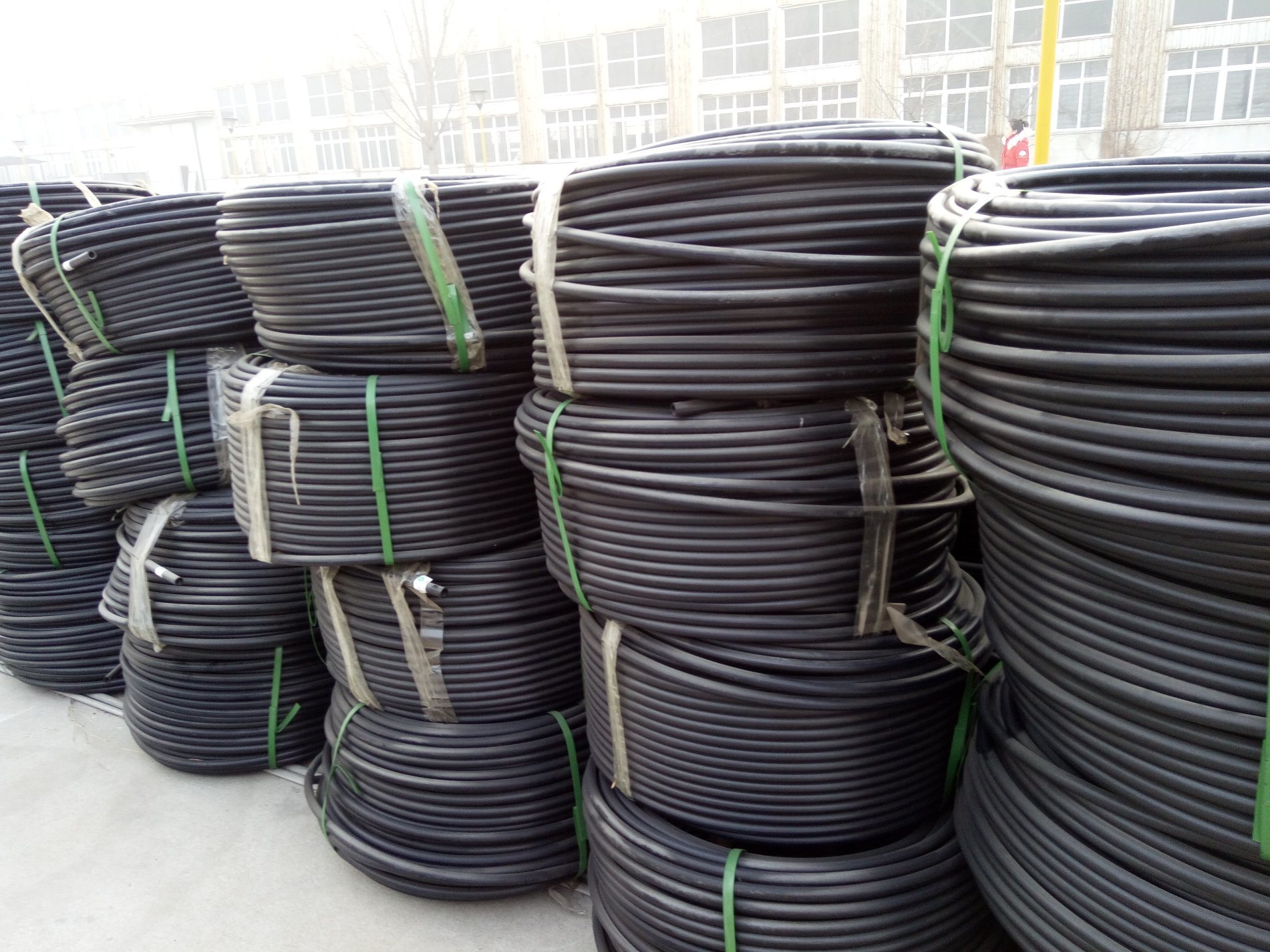 China Polyethylene Material Drip Irrigation Pipe For Farming Sprinkler System Wiring