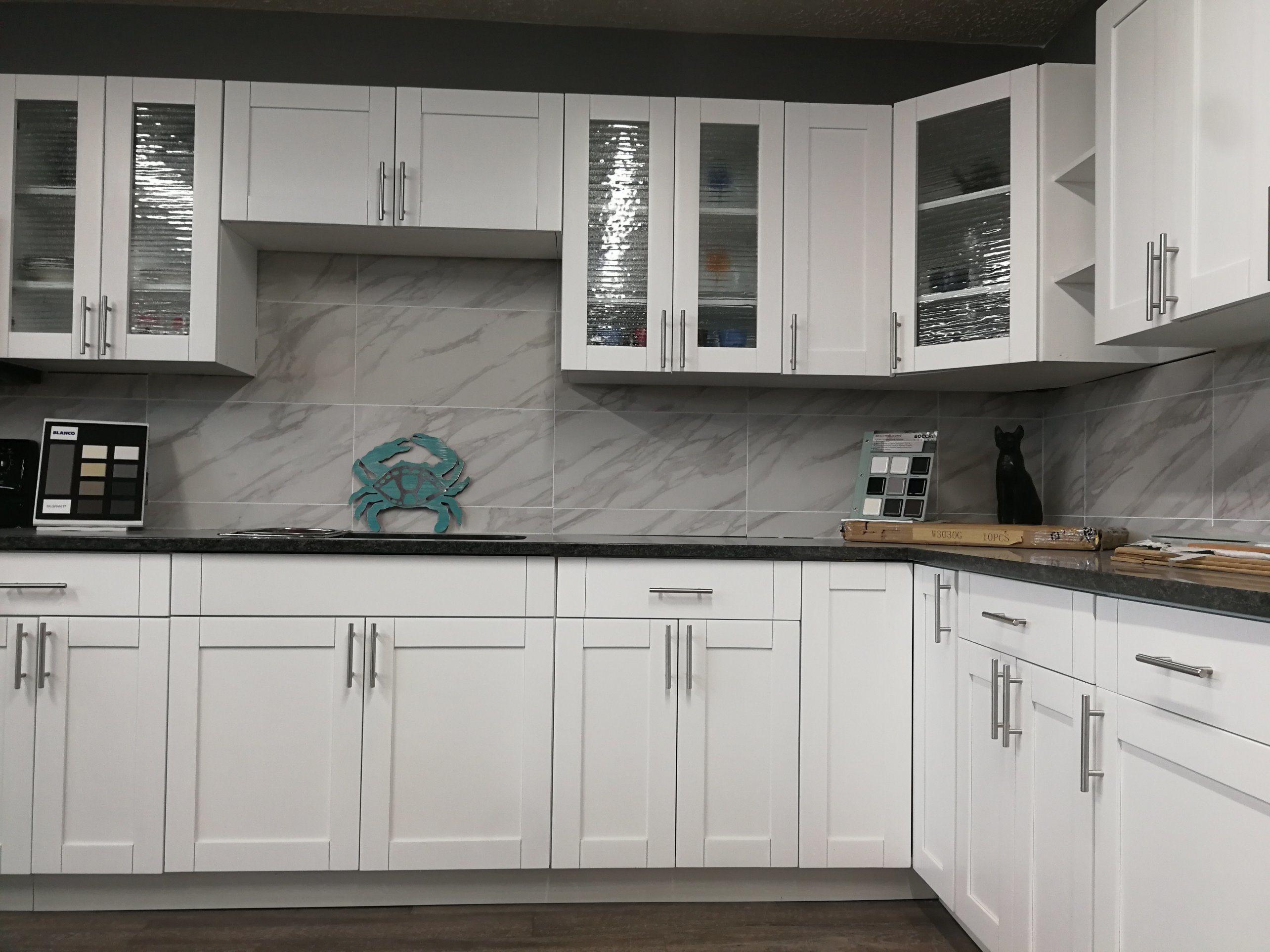 [Hot Item] White Lacquer Finishing Shaker Style Kitchen Cabinet