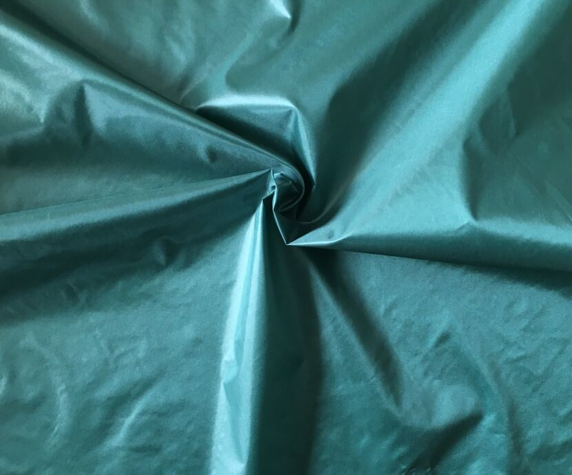400t Nylon Taffeta Fabric with Oil Cire for Down Jackets