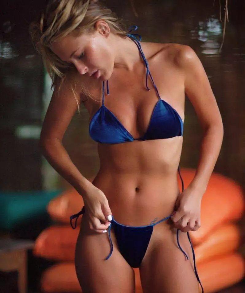 Braces girl nude selfshot
