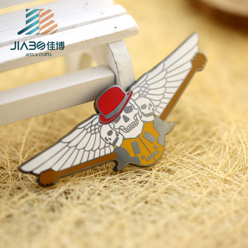 Hot Sell Custom Metal Hard Enamel Skull Wing Badge
