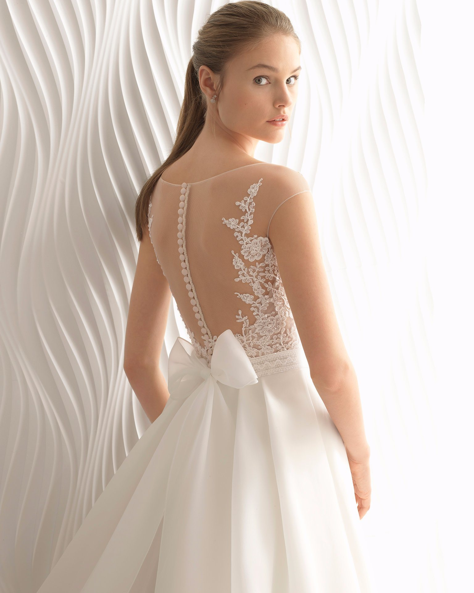 7a1fb2dc3ce China Cap Sleeve Sheer Lace Top Organza Wedding Dress Bridal Gown ...