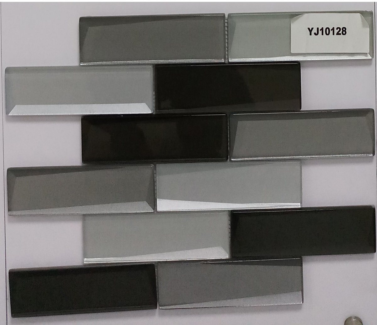 - China Gentle Grey And Black Glass Tile Perfect For Kitchen