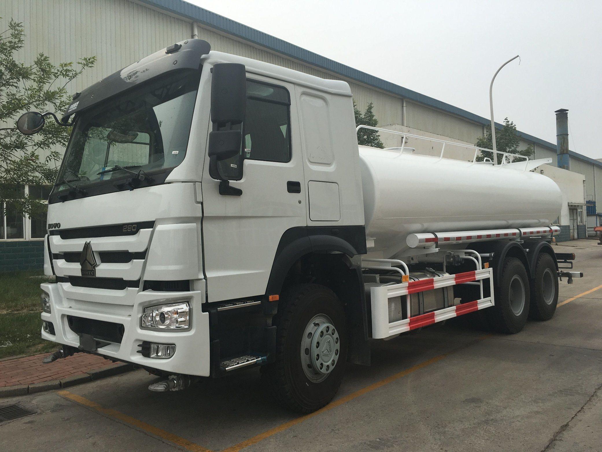 [Hot Item] Sinotruk HOWO 4X2 Water Tank Truck for 10-30 M3