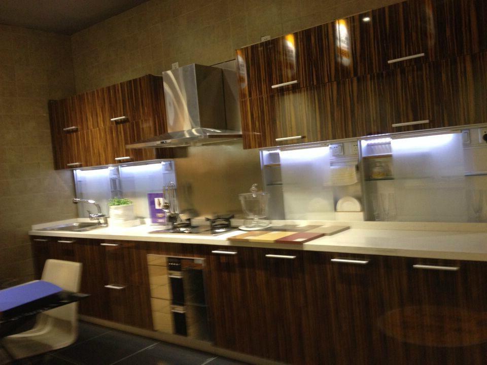 China MDF with Engineered Wood Veneer Kitchen Cabinets ...