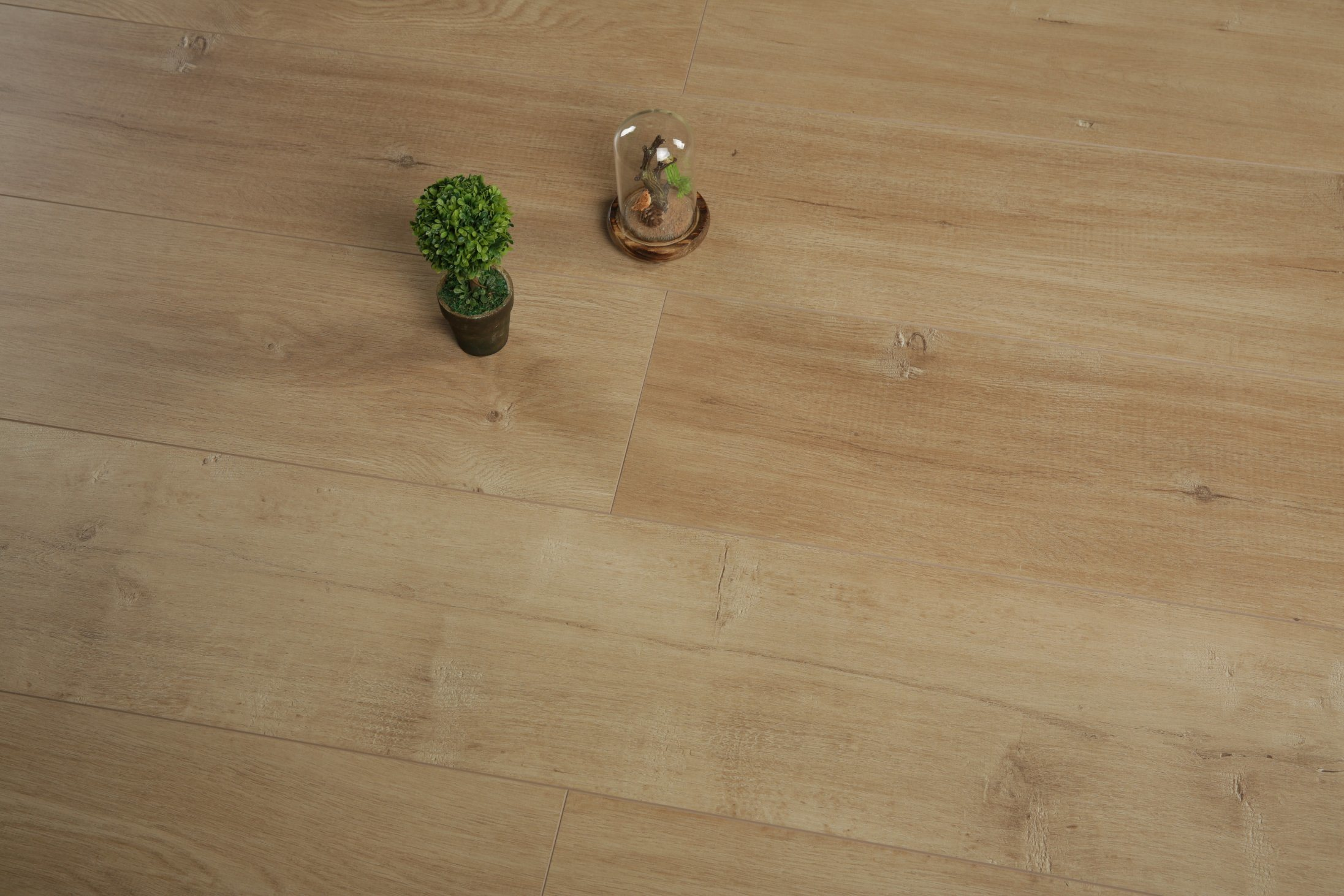 China 12mm Light Embossed V Groove Laminate Floor Hdf Flooring