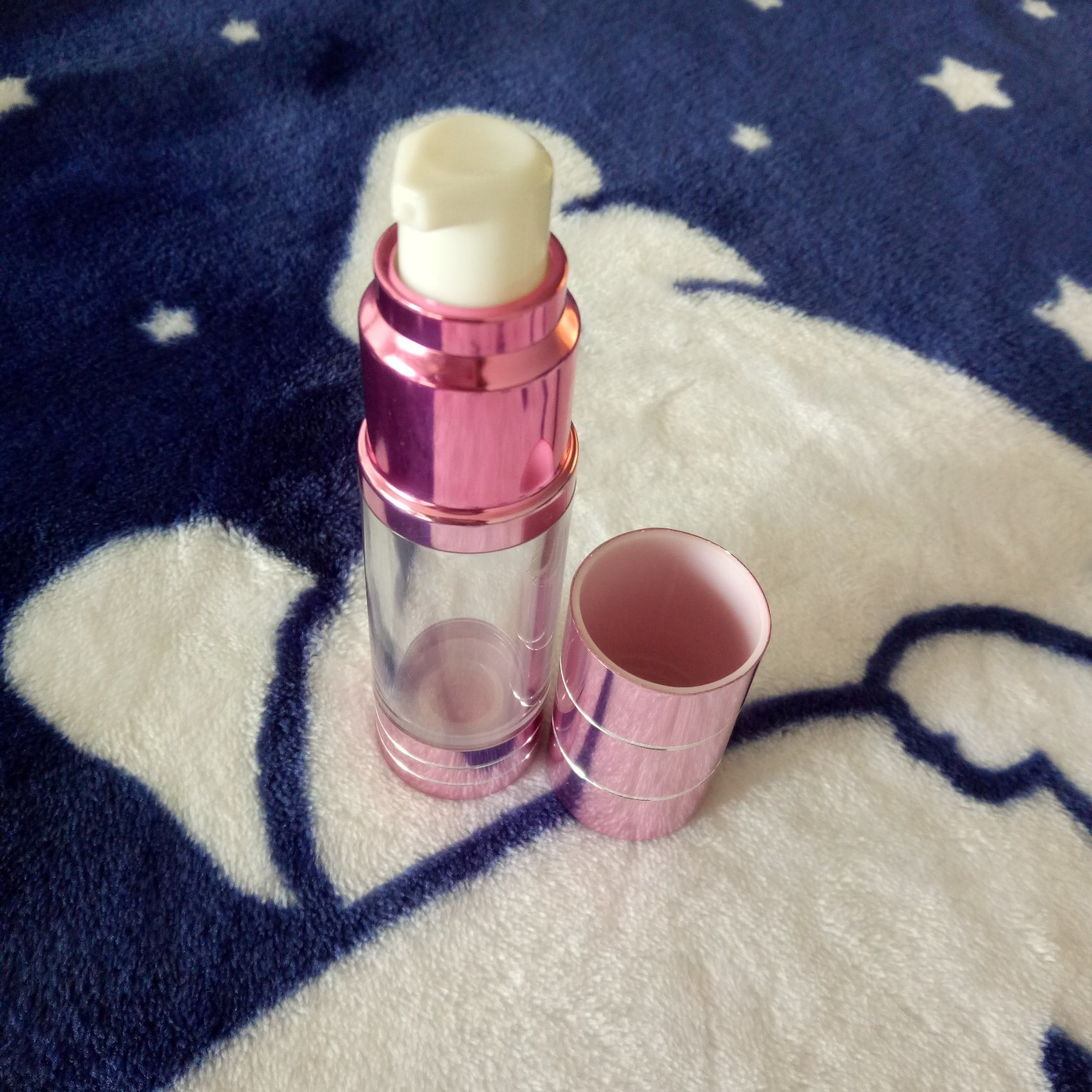 15ml Frosted Airless Lotion Bottle pictures & photos