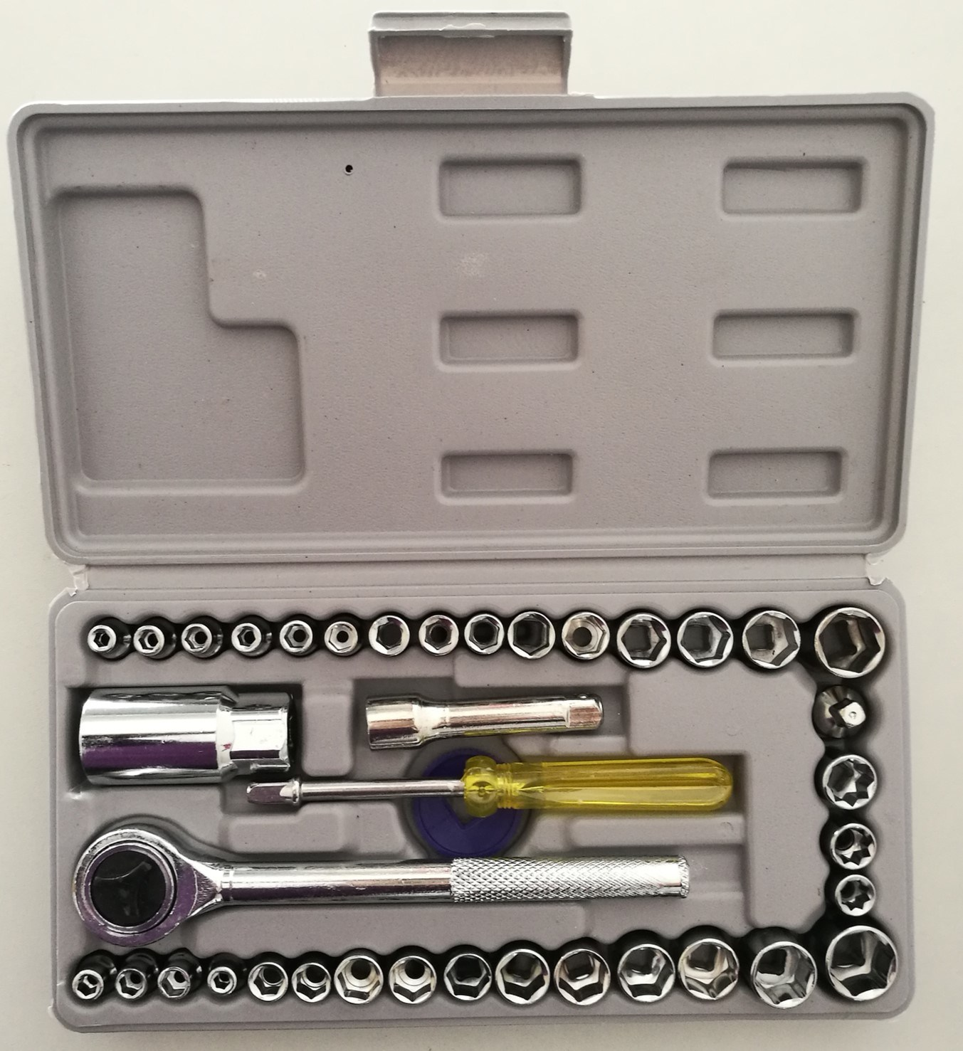 104PCS Cheaper and Comprehensive Aluminium Case Tool Set (FY104A) pictures & photos