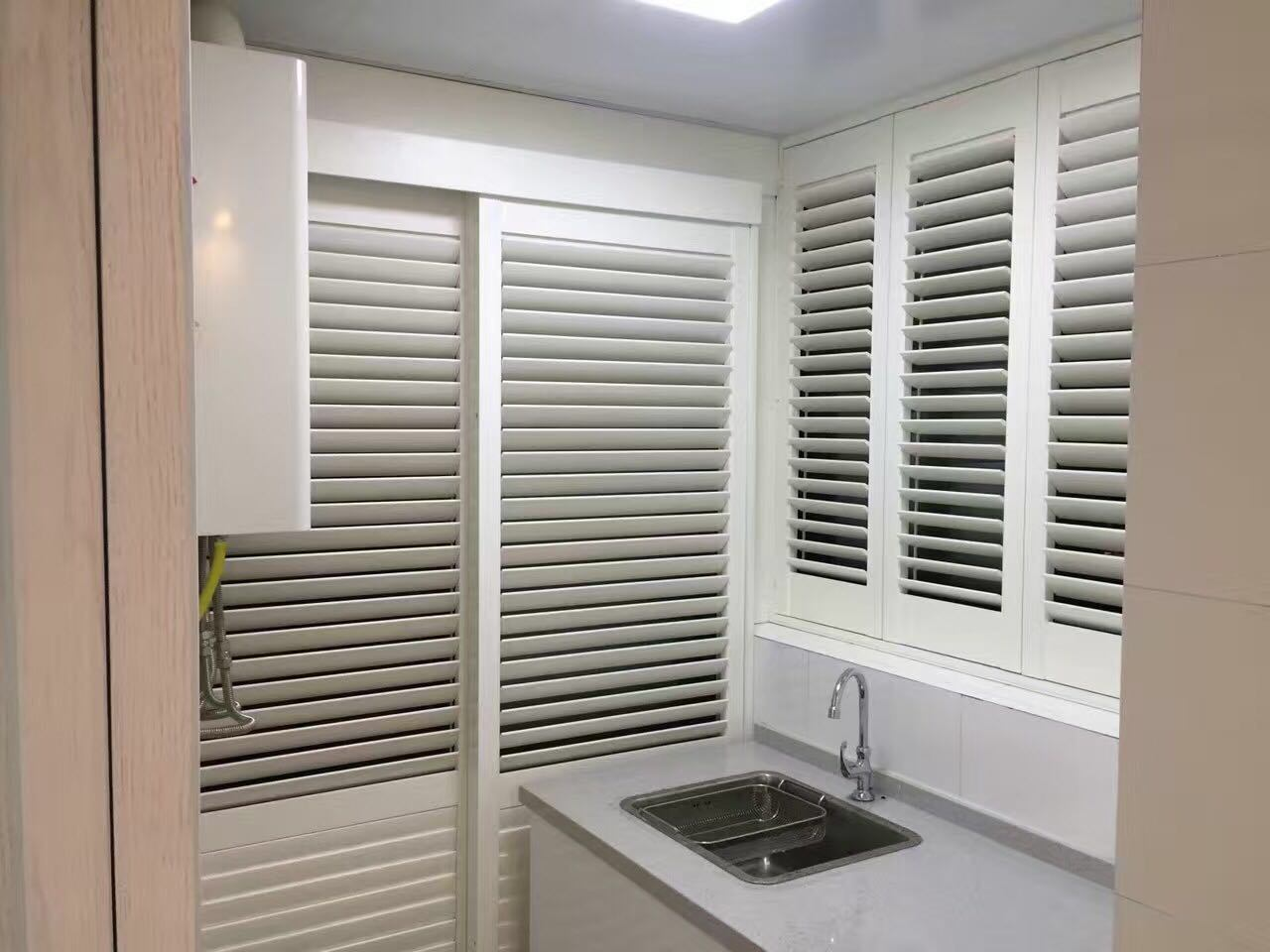 Hot Item Adjustable Cheap Lourved Sliding Window Plantation Shutters
