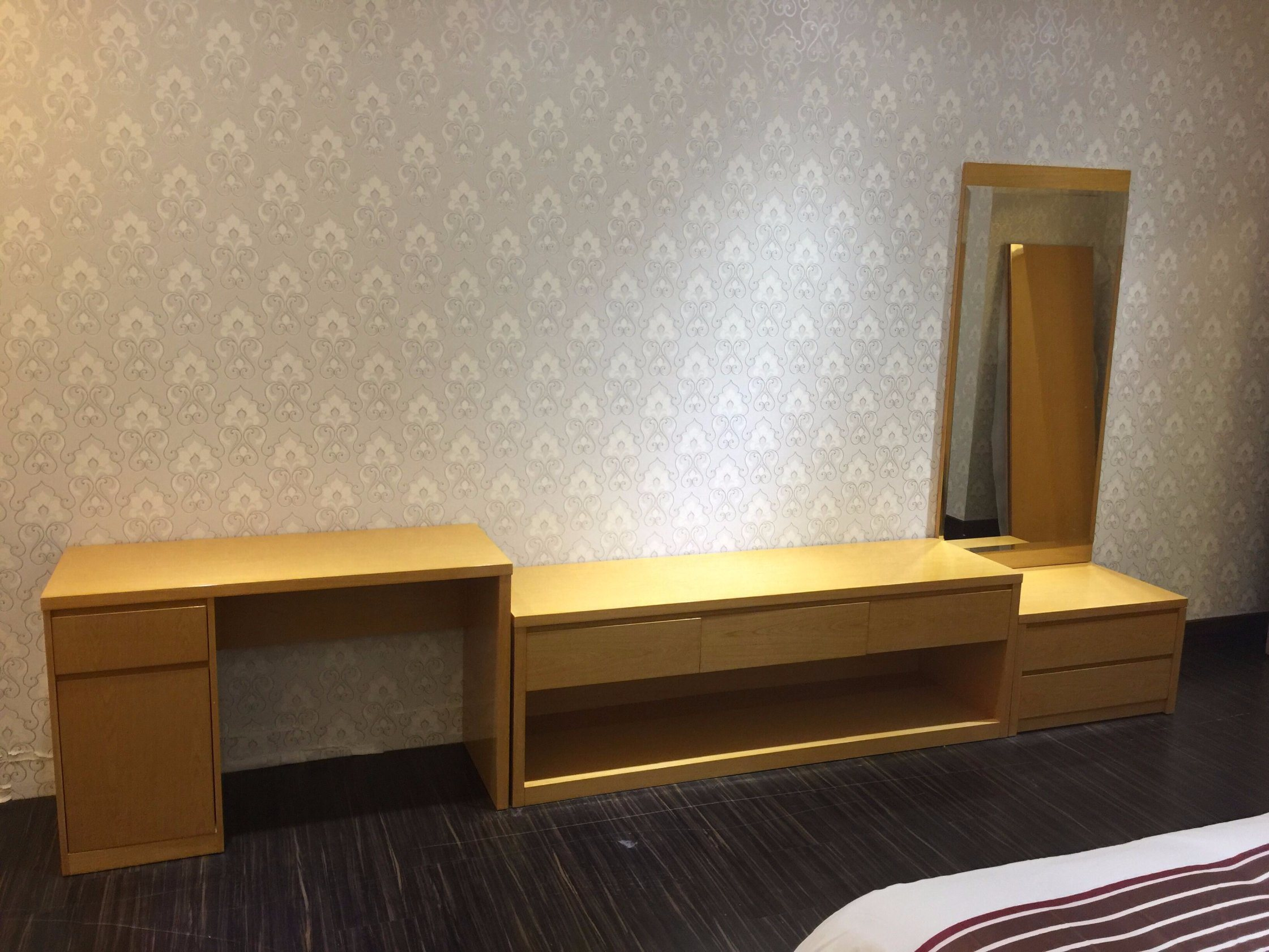 5 Star Hotel Modern Bedroom Furniture/Hilton Hotel Furniture/Standard Hotel Kingsize Bedroom Suite/Kingsize Hospitality Guest Room Furniture (KNCHB-01103) pictures & photos