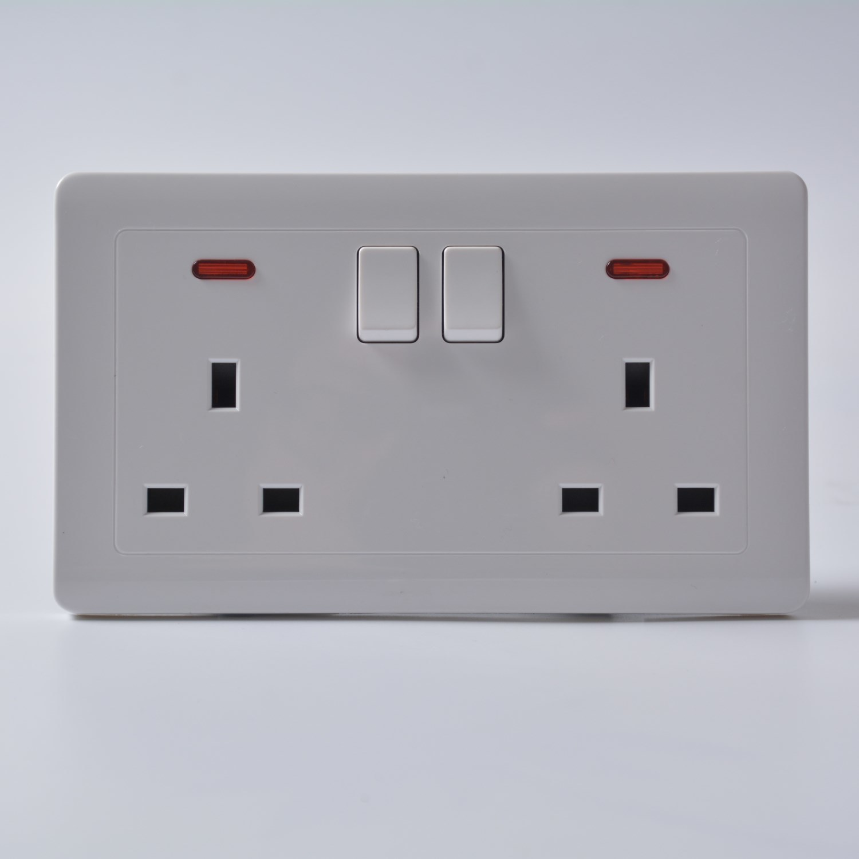 China UK Standard Electrical Push Button Wall Switch and Socket ...