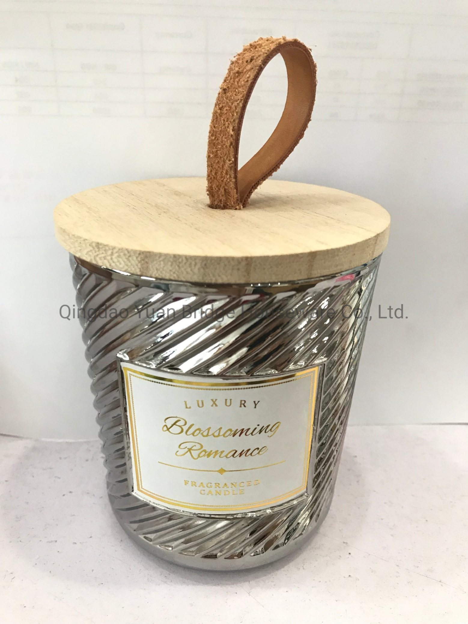 China Natural Sandalwood & Ginger Essional Oil Scented Candles Filling in  Silver Glass Jar with Wood Lid Leather Handle Decoration - China Perfume  and Perfumes price