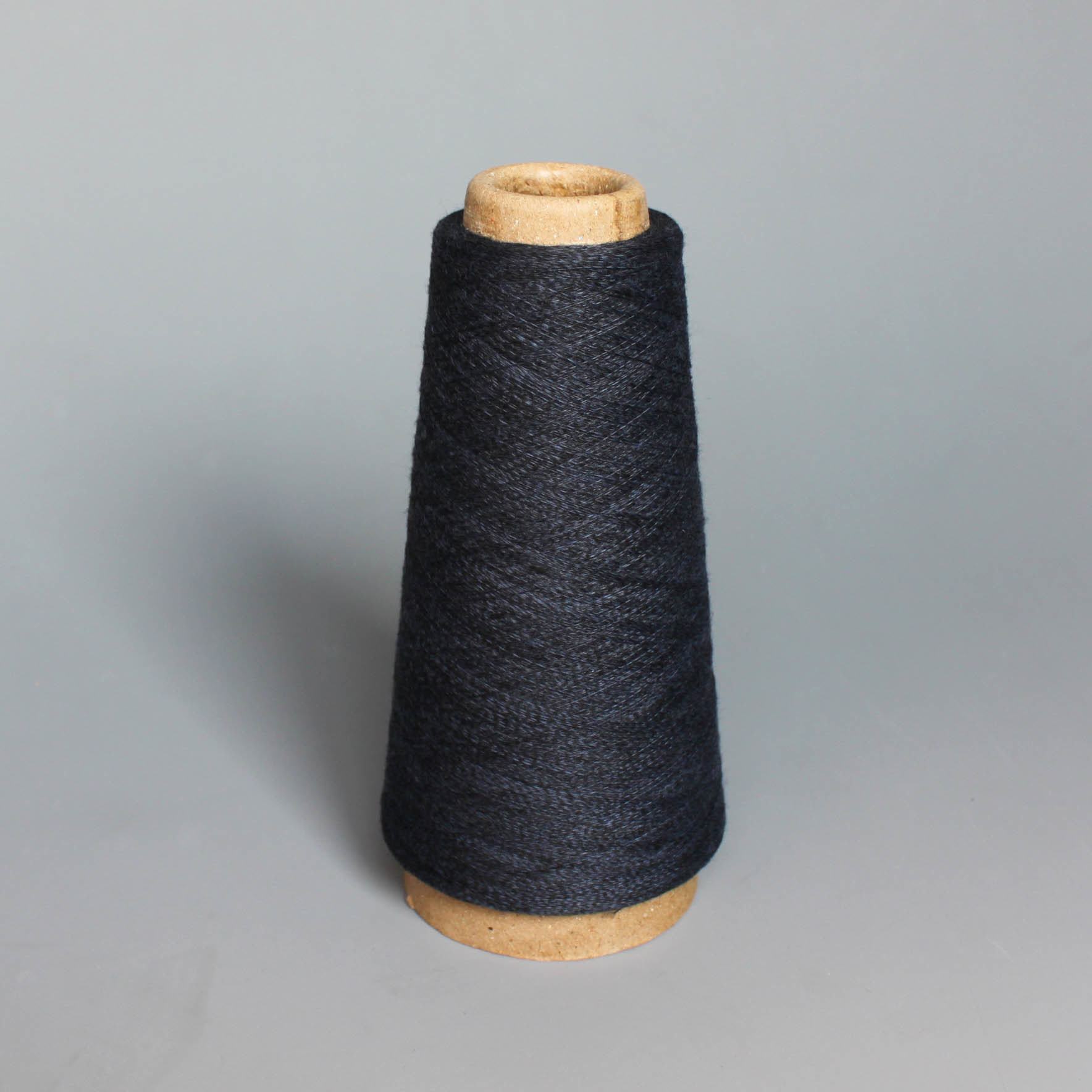 Polyester Spun Yarn- Lake Blue pictures & photos