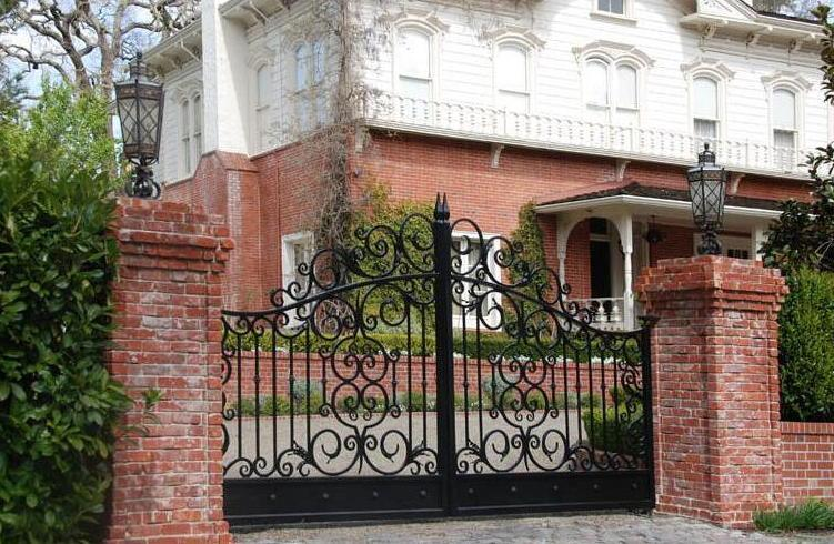 . Hot Item  Yishujia Factory Modern Steel Gates Grill  New Design House Iron  Gate Design for Sale