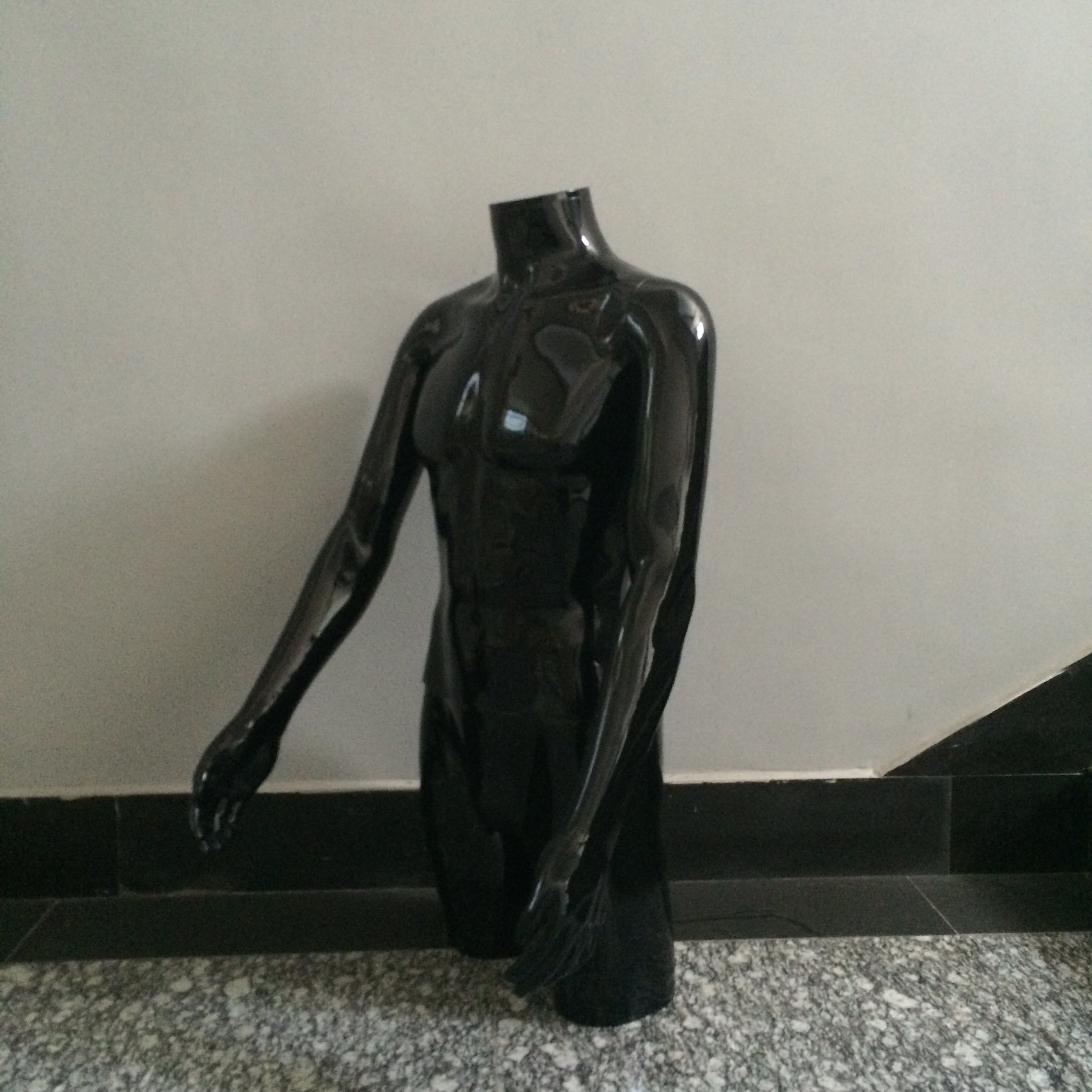 China Painting Glossy Black Color Headless Male Torso