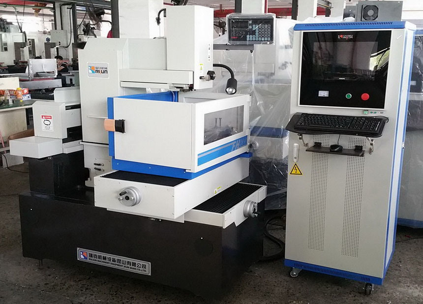 CNC Wire Cut EDM pictures & photos