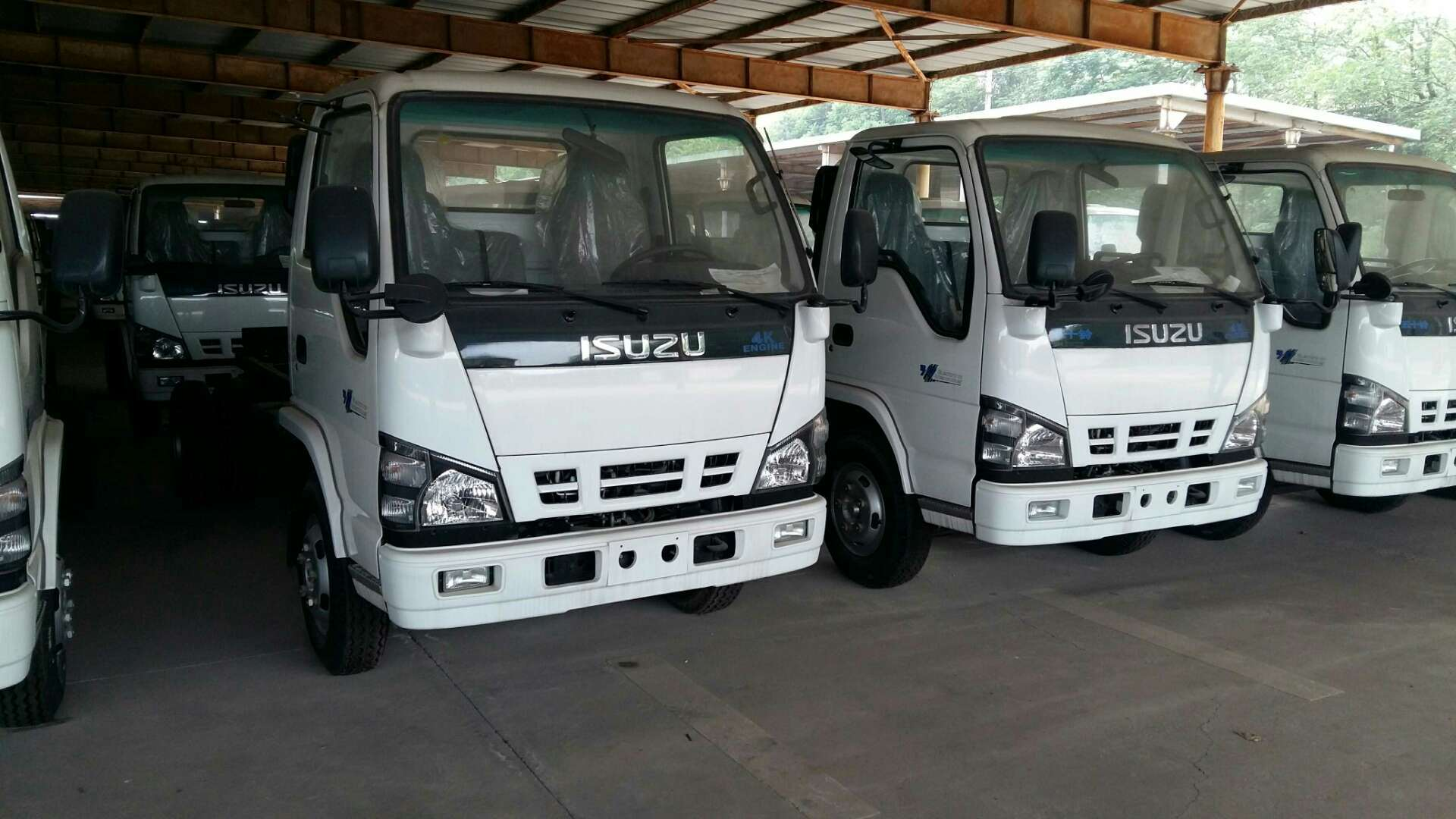 China ISUZU 600P cargo truck 130HP with double rows cabin