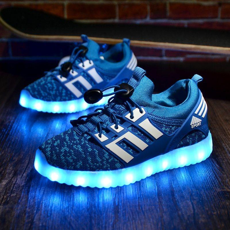 9be0e0947742 China Wholesale Flat Luminous LED Light up Shoes - China LED Shoes ...